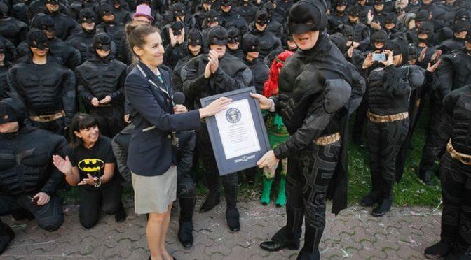 Cele mai multe persoane deghizate in Batman