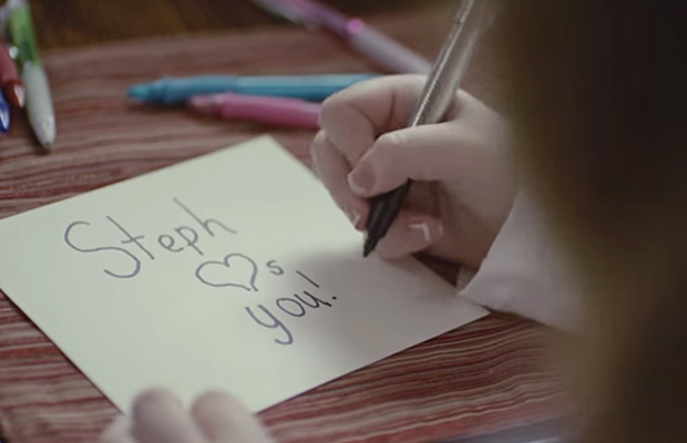 Mesajul original Steph Loves You din campania Hyundai, mesaj vazut din spatiu